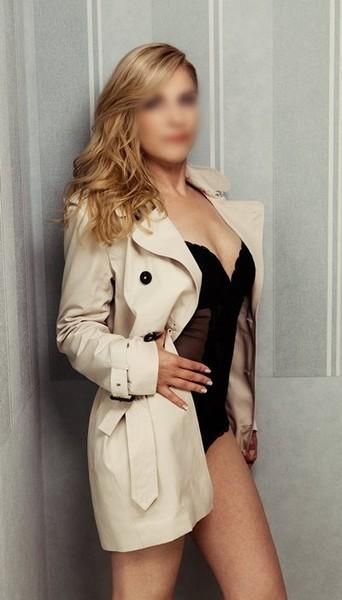 Laura ... demanding, fun-loving & very attractive escort lady